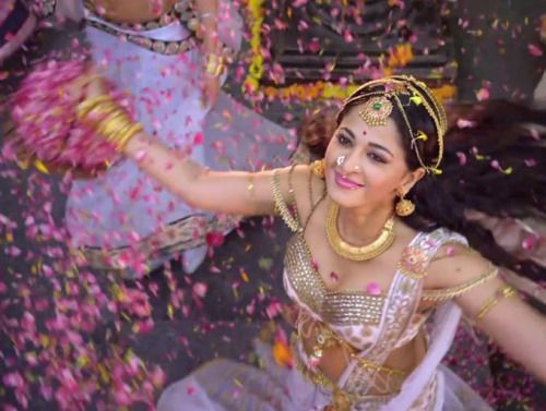 AnushkaShetty on completing 10 years in the film industry!  Take a bow Rani Rudhramadevi!