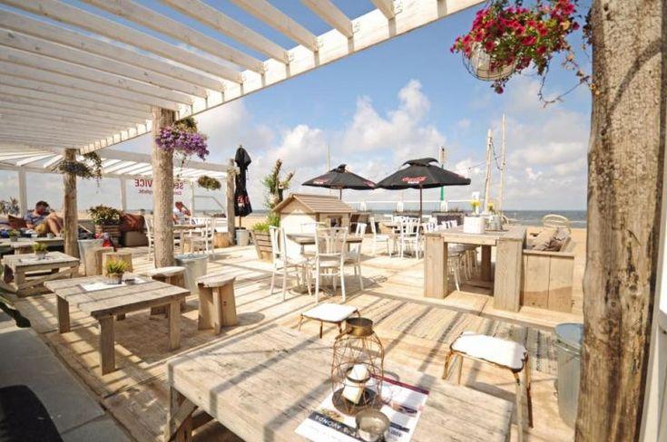 De hele dag genieten op het strand bij Strandclub Leuk in Kijkduin