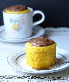 Bizcocho de mandarita a la taza en el microondas, con receta.