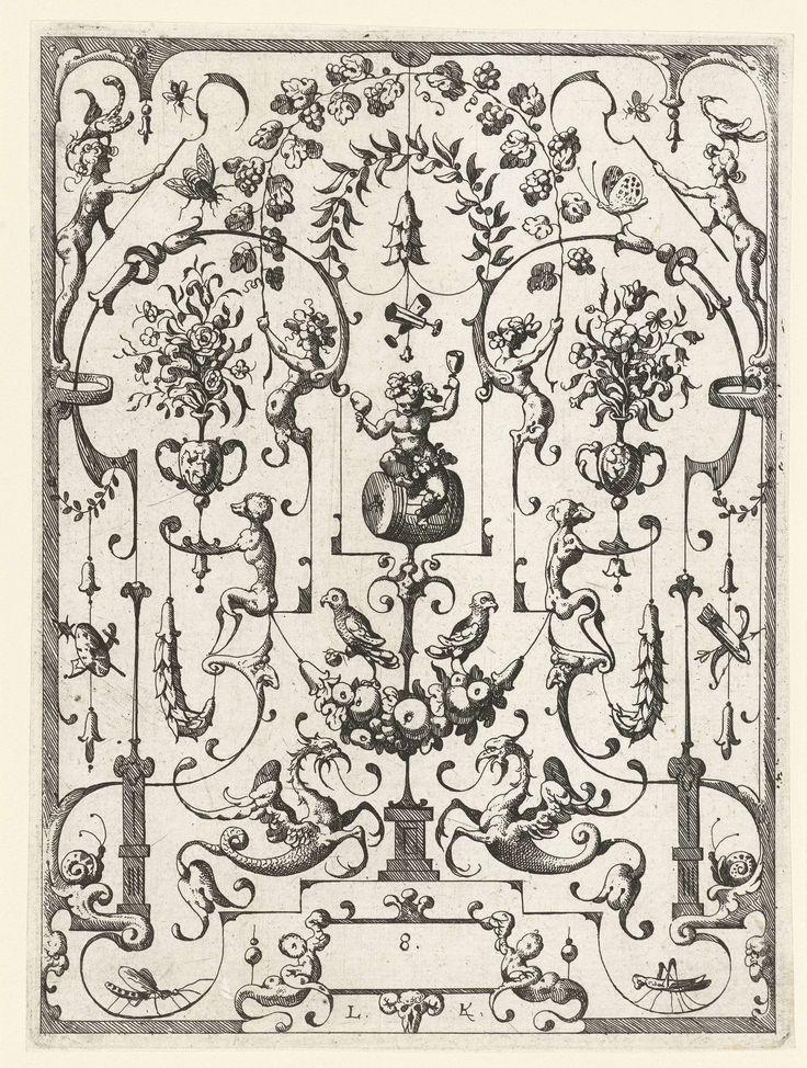 Anonymous | Vlakdecoratie met grotesken, Anonymous, Lucas Kilian, 1607 | Bacchus zittend onder een boog van wingerds, geflankeerd door bloemenvazen vastgehouden door aapjes. Blad 8 uit serie met groteske vlakdecoraties met kwabornamenten.