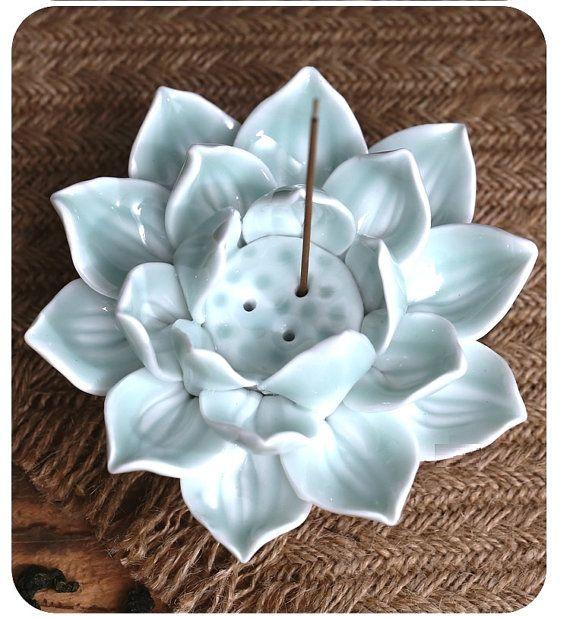 Roi de Lotus : sculpture en céramique / brûleur d