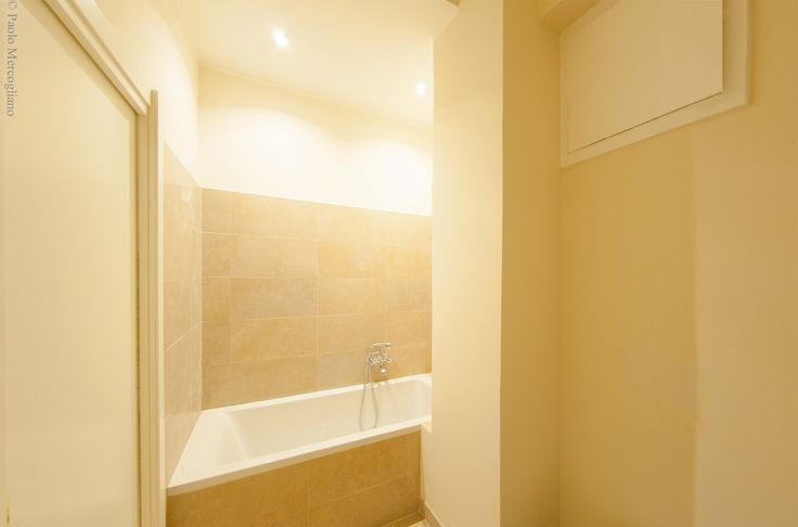 Bathroom: Details coated by warm and bright colors