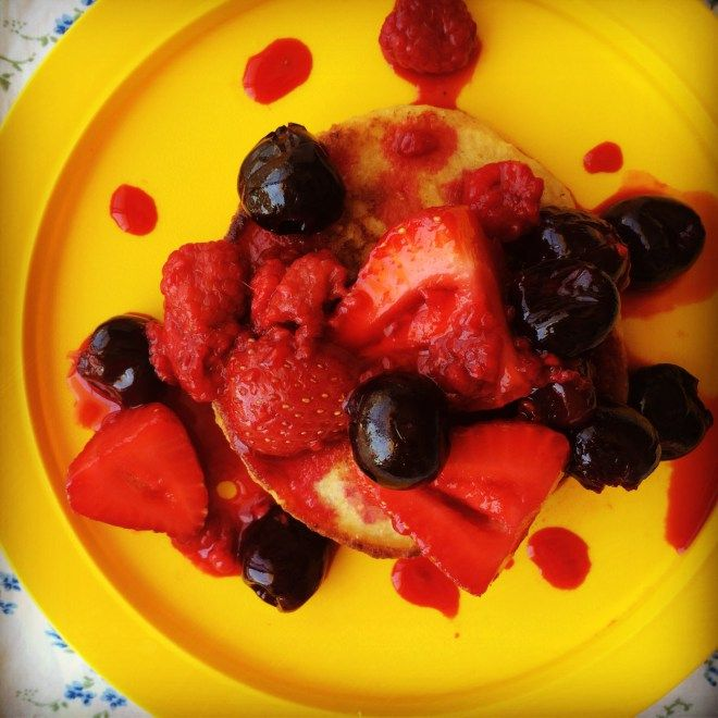 wholesome ricotta hotcakes w' summer berry sauce
