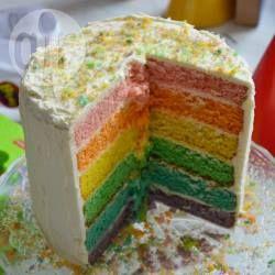 Bolo arco-íris para festas @ allrecipes.com.br - Esse é um bolo de aniversário com 6 camadas, cada uma de uma cor. Fiz para o primeiro aniversário do meu filho. Dá um pouco de trabalho mas vale a pena!