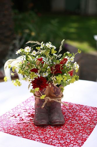 cowboy wedding centerpieces | Country chic wedding ideas? ? - Yahoo! Answers