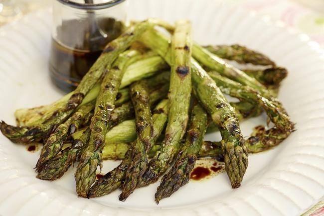 Grillede asparges med balsamico