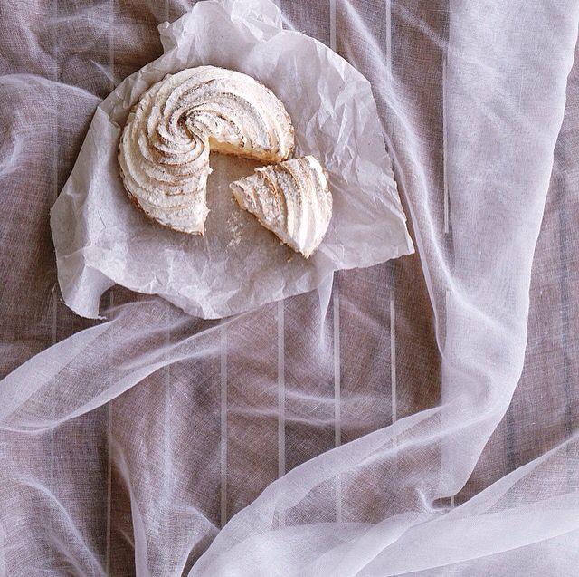 Lemon pie with meringue and almonds