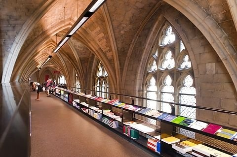 Boghandlen 'Selexyz Dominicanen' er indrettet i en over 800 år gammelt dominikanerkirke i Maastricht, Holland.