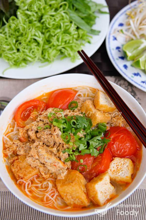 Vietnamese Crab Rice Noodle Soup (Bun Rieu Recipe) - Vietnamese Foody #pho #bun #noodlesoup