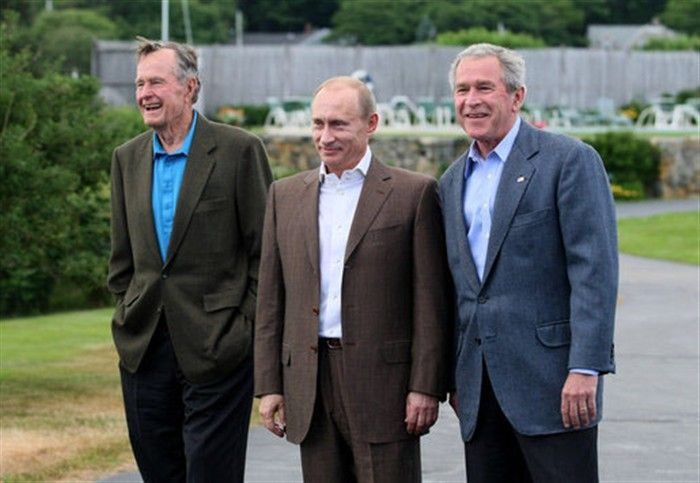 KENNENBUNKPORT, Maine — President George W. Bush stands with Russian President Vladimir Putin and Former President George H.W. Bush