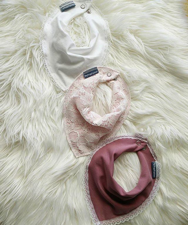 Tre söta dregglisar   #dregglis #dregglisar #accesoarer #bebis #nyfödd #spädbarn #sömnad #sy #sylycka #barnrumsinspo #gravid #babyshower #visytokiga #spets #evedeso #eventdesignsource - posted by Petra https://www.instagram.com/petraspyssel. See more Baby Shower Designs at http://Evedeso.com