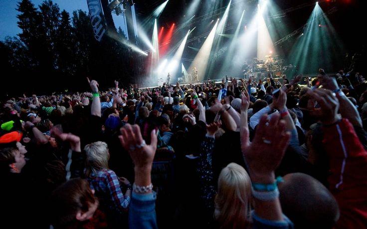 Provinssi-musikkifestivaali kieltää festivaaleilla esiintyviltä artisteilta esiintymisen 100 kilometrin säteellä Provinssista neljän kuukauden ajan, Markkinointi & Mainonta -lehti uutisoi.