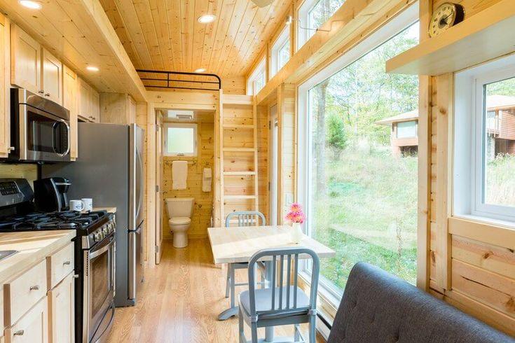 ด้านขวาของบ้านจะเป็นส่วนของห้องน้ำ และบริเวณชั้นลอยจะเป็นที่ตั้งของห้องนอนครับ