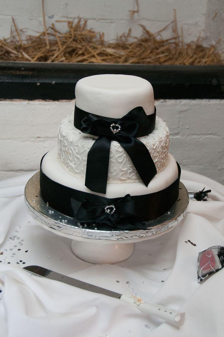 My wedding cake, mum made it. Inspired by my grandma.