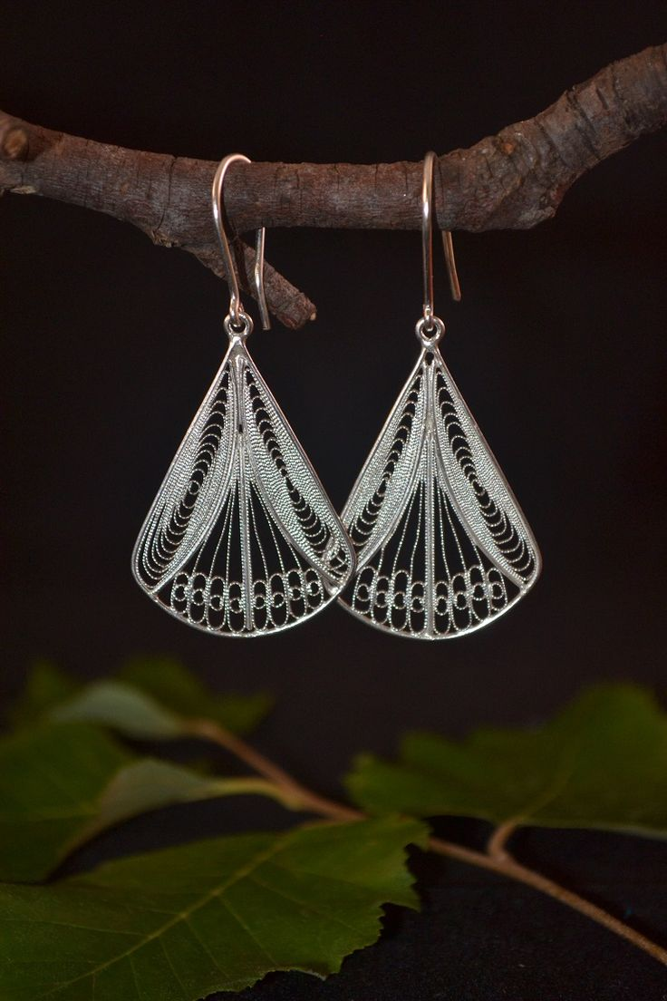 This earrings design are typically called Abanicos