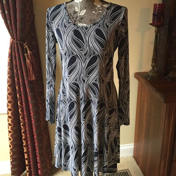 Michael Kors navy dress NWT Michael Kors navy dress size medium. Comfortable material! 95% polyester, 5% elasten. Zipper in back. Machine washable.  New with tags. Michael Kors Dresses