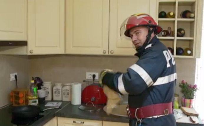 Ce sa NU FACI NICIODATA daca izbucneste un incendiu in casa ta! Vezi sfaturile pompierilor!