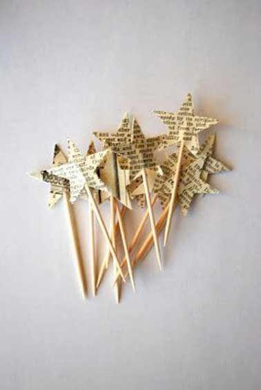 Une pluie d'étoiles pour les fêtes avec ce joli bouquet d'étoiles piquées à faire soi-même avec des papiers journaux et des petits piques pour décorer votre table le soir du réveillon de Noël