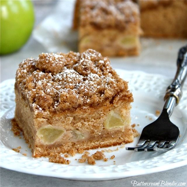 Apple Cinnamon Crumb Cake -  Filled with warm spices and heavy on the crumb, this apple cinnamon crumb cake is a must try! | ButtercreamBlondie.com