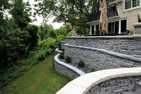 Unilock - Landscape with Rivercrest Wall and Ledgestone in Michigan