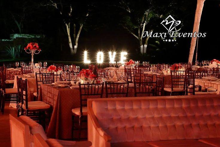 Hermosa boda estilo vintage y romantico en tonos dorado, rojo y chocolate.Boda organizada