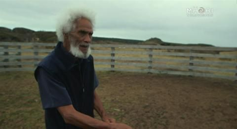 Pio starts his journey at Cape Reinga, where he treks down Ninety Mile Beach to Ahipara. He meets an array of characters including an Australian knife-maker,...