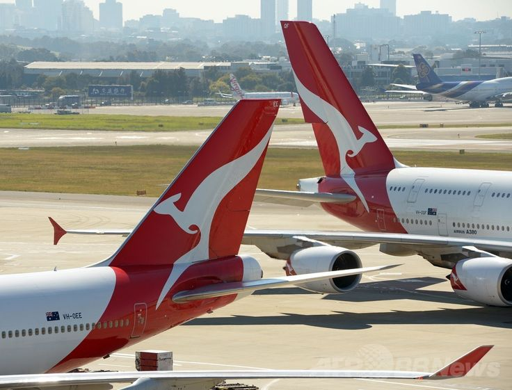 豪シドニー(Sydey)の国際空港に駐機するカンタス航空(Qantas Airways)機(2013年8月28日撮影、資料写真)。(c)AFP/GREG WOOD ▼3Jul2014AFP|離陸直後に「通路が水浸し」 豪カンタス機、空港に引き返す http://www.afpbb.com/articles/-/3019571 #Qantas