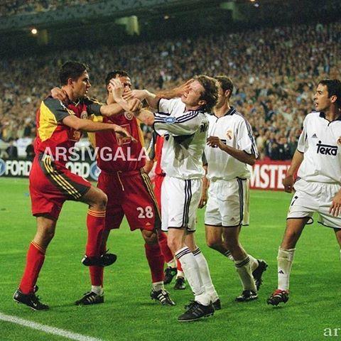GALATASARAY RUHU...18 Nisan 2001   Mario Jardel, Emre Aşık, Bülent Akın, Steve McManaman, Raul Gonzalez (Real Madrid - Galatasaray) #arsivGALA #EfsanelerUnutulmaz #Galatasaray #igersGS #Nostalji #ultrAslan  #CimBom  #GalaNostalji #AvrupaFatihi #cimbombom #GalatasarayNostalji #MarioJardel #EmreAsik #BulentAkin #RealMadrid #Jardel  #GalatasarayRuhu #GsvsReal
