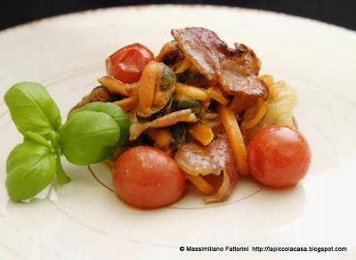 La Piccola Casa: La ricette con i molluschi: Cozze con pancetta stufata, zenzero, pesto di capperi e pomodorini