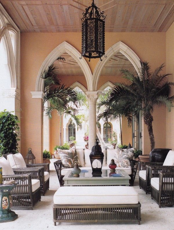 The palazzi of Venice inspired the architecture of a new home in Palm Beach that Bunny Williams decorated for Liz Mezzacappa. Photo by Mathh...