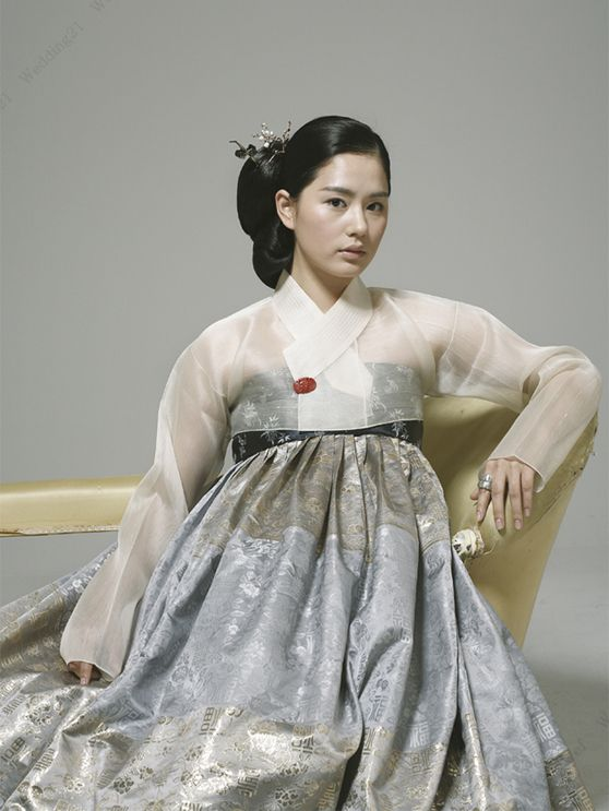 Korean traditional dress by Baek Oak-Soo