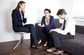 Aile terapisi, aile içinde yaşanan problemlerin çözüme kavuşturulabilmesi için aile terapisi önemlidir.