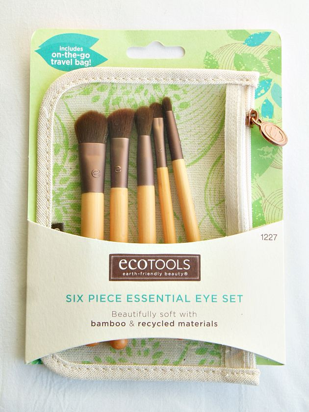 Ecotools {love these brushes! Just picked them up on a whim & ended up being a great purchase!  Super soft, luxurious even. And really deposit s the color and product well. Beauty tools make all the difference. } ♥sh
