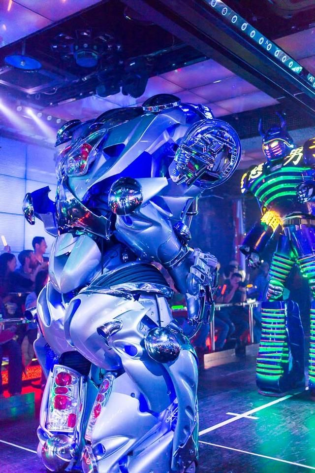 Robots fight for your entertainment at  Tokyo's new (insane) Robot Restaurant.