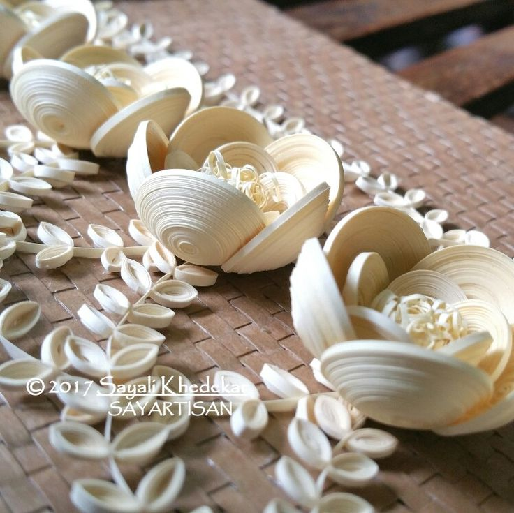 Exceedingly captivating quilling creations by artist Sayali Khedekar. Monochromatic masterpiece of white quilling paper flowers.