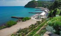 Крым – неисчерпаемая кладезь разнообразных достопримечательностей. А  экскурсионные туры по Крыму позволяют выстроить их в удачную тематическую цепочку и в короткий срок узнать полуостров с самой лучшей стороны. Сбалансированные по цене и качеству содержания туры по Крыму от «ЛЛТ» - самый подходящий вариант такого знакомства с крымским полуостровом.