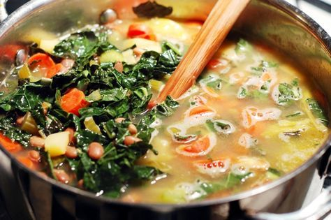 Skinny Detox Soup! PACKED with veggies and super healthy! I'll substitute spinach for the kale, and black beans for the pintos.