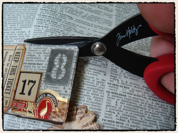 ATC / ACEO Inspiration: Original pinner sez: Tim Holtz -- kewl! just pick a spot and create around it -- then clip it out! SEE THE TUTORIAL VIDEO on the website