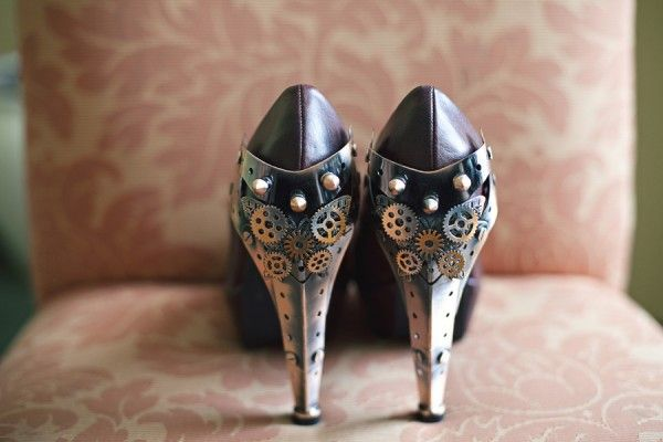Okay, not a big fan of pumps or heels, and definitely cannot wear them anymore without killing myself, but those are HOT!
