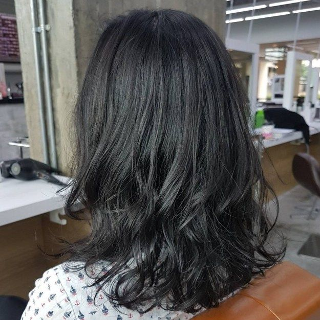 Medium Hairstyle with Loosely Curled Ends
