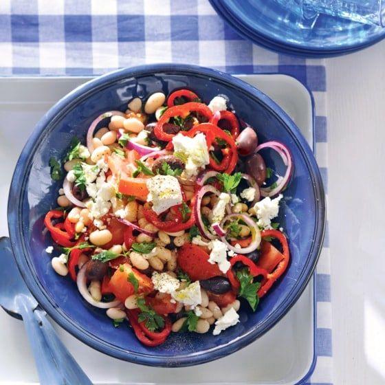 Griekse salade met witte bonen en feta