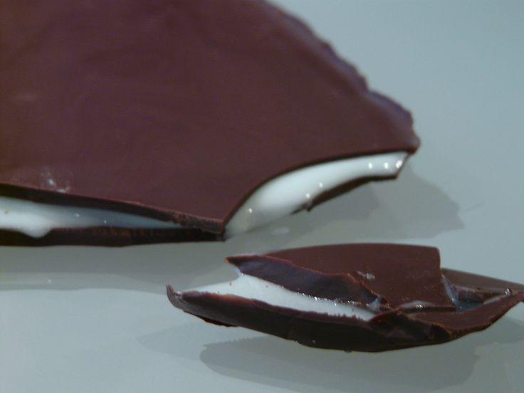 Bienvenidos, amantes de la mezcla chocolate-menta. Hoy os voy a enseñar a hacer tabletas de After Eight, esas chocolatinas Inglesas pensadas para después de cenar. Sí, para después de cenar (de ahí el nombre), no tienen nada que ver con el té de las cinco. Esta es una de esas recetas que me encanta hacer;[ Read More ]