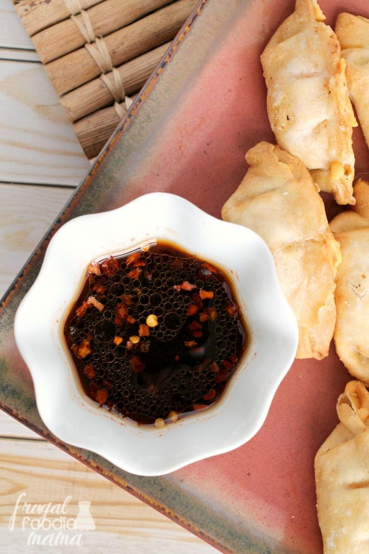 Golden honey and bold sriracha sauce come together in this delicious & quick Sweet & Spicy Sriracha Dipping Sauce. #ad #WokWednesday
