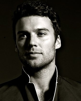Peter Mooney. Love him on Rookie Blue ❤