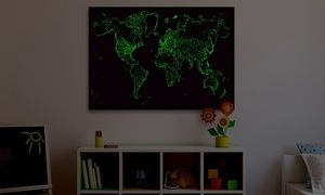 Groupon - Mappe con stelle e mondo che si illuminano al buio. Vari modelli disponibili a [missing {{location}} value]. Prezzo Groupon: €16,90