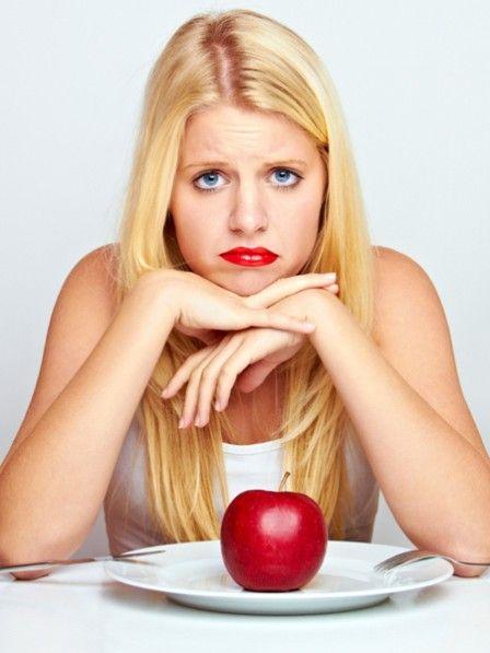 Die Pfunde wollen einfach nicht purzeln? Vergessen sie jegliche Regeln einer Diät! Wir kennen 15 kleine Schritte, die Sie locker in den Tag einbauen können.