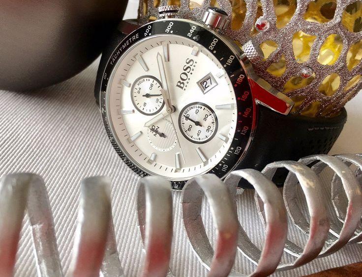 Wow, was für eine tolle Armbanduhr ⌚ von Hugo Boss! Ganz gleich ob zum klassischen Anzug oder zum lässigen Jeanslook, mit dieser Uhr macht Mann immer eine gute Figur. Wäre diese Uhr nicht ein tolles Weihnachtsgeschenk 🎄 für Euren Liebsten? Diese und viele weitere Armbanduhren von Boss findet Ihr hier: https://www.uhrcenter.de/uhren/hugo-boss/ #HugoBoss #Boss #Uhr #watch #xmas #Geschenkidee #uhrcenter #Weihnachten #Fashion