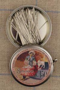 Sajou seamstress round box with dressmakers' steel fine n°12 pins