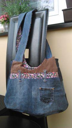 FIALKA - Petra si ušila první kabelku!!!! I se zipem!!! GRATULUJEME!!!!  A přejeme krásnou dovolenou, Peti.
