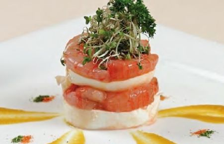 Lasagnetta di bufala campana e crudo di gamberi su salsa di fiori di zucca  Chef Lino Scarallo #mozzarelladibufala #gamberi